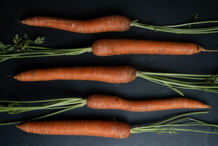 Ricette anti spreco con i ciuffi delle carote