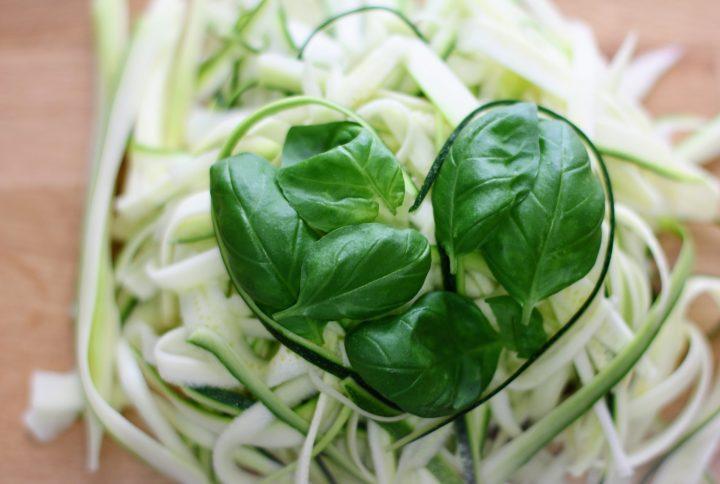 Spaghetti di zucchine: leggeri e freschi